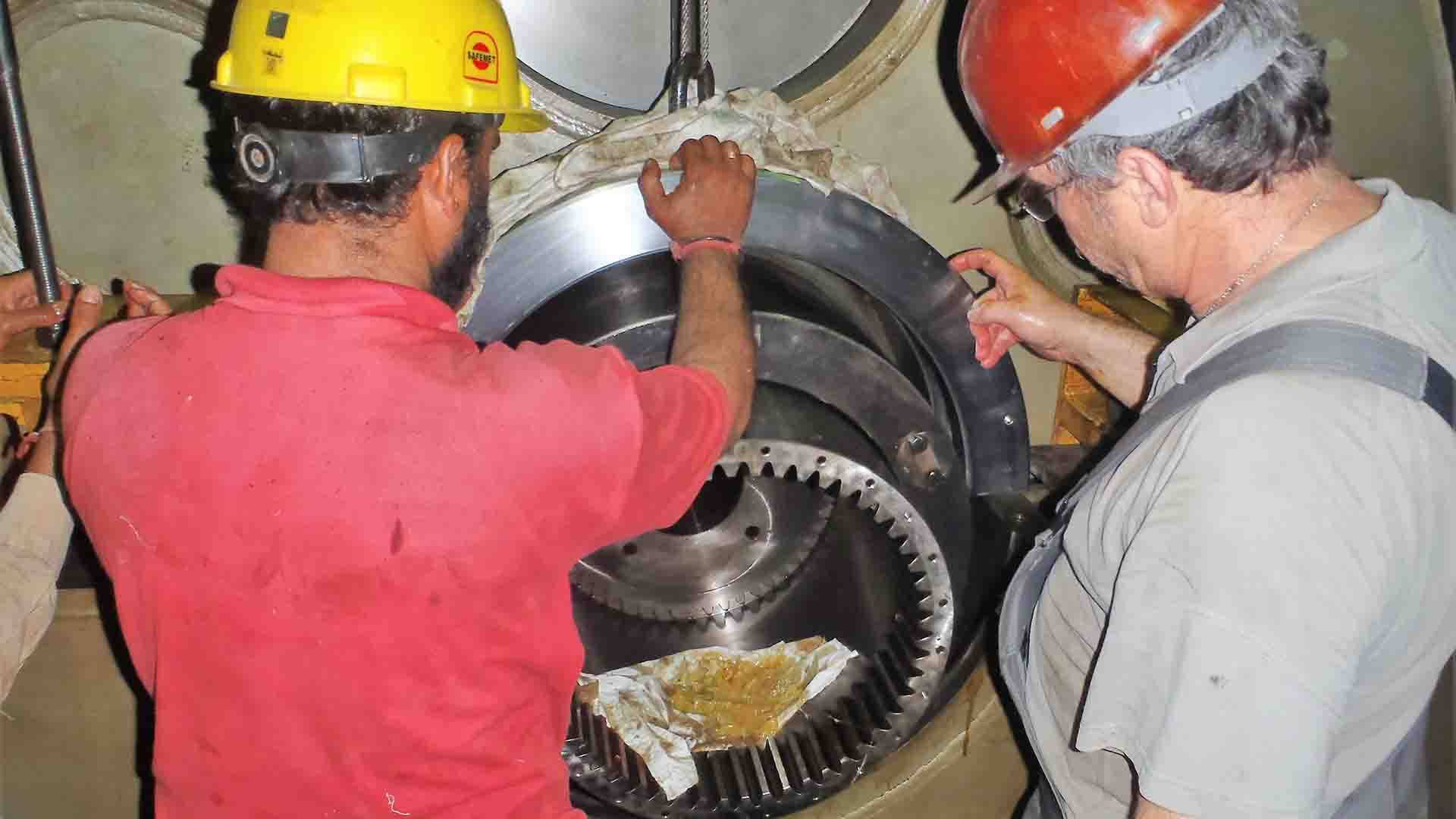 Disassembly of planet carrier bearing