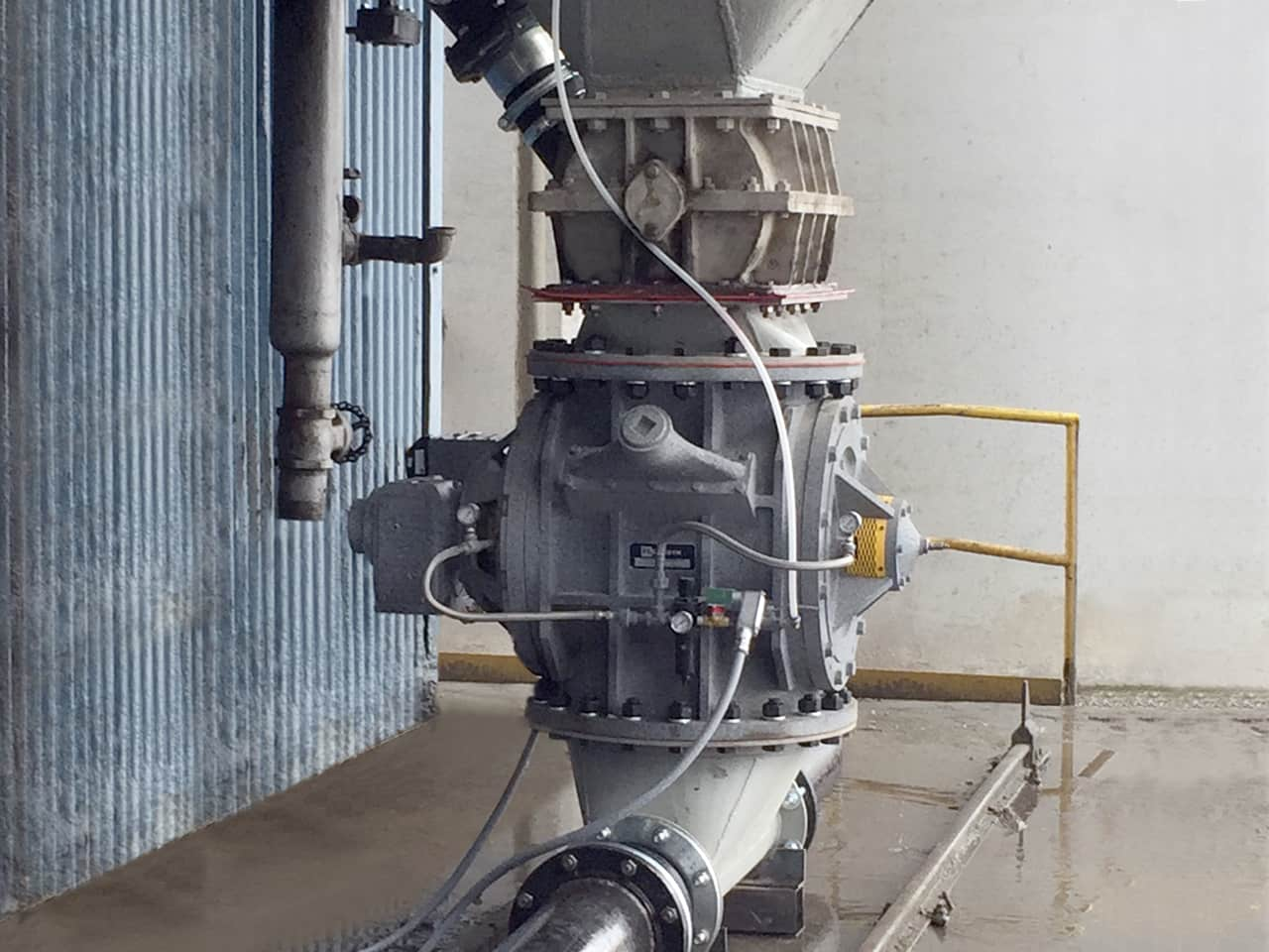 An installed V-Series Feeder unit